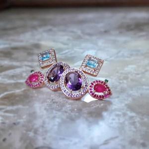 Brinco pedraria rose luxo