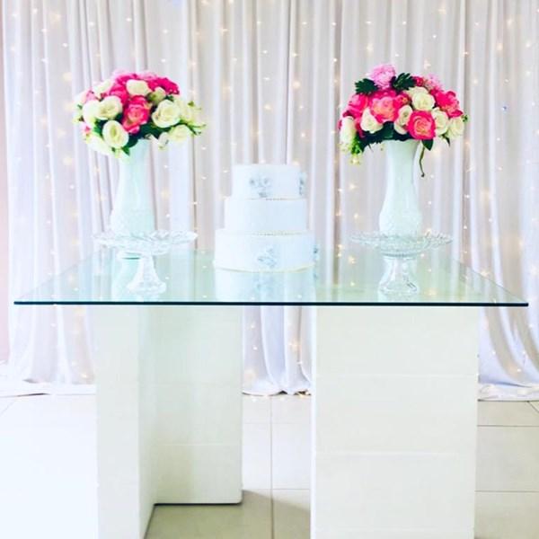 Mini Table branca completa - Aluguel